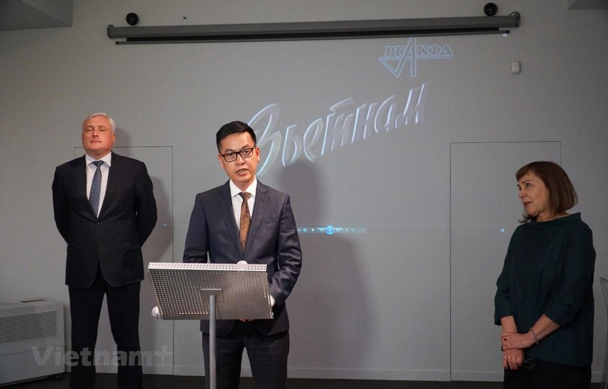 Cục trưởng Cục Văn thư và Lưu trữ quốc gia Việt Nam Đặng Thanh Tùng phát biểu khai mạc Triển lãm và nhấn mạnh đến hiệu quả trong công tác lưu trữ. (Ảnh: Lê Hằng/Vietnam+)