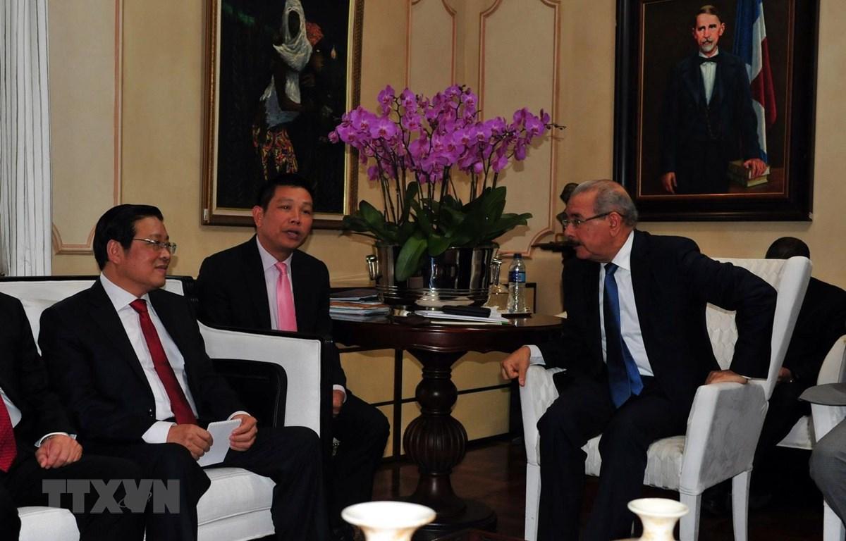Tổng thống Cộng hòa Dominicana Danilo Medina tiếp ông Phan Đình Trạc. (Ảnh: Vũ Hà/TTXVN)