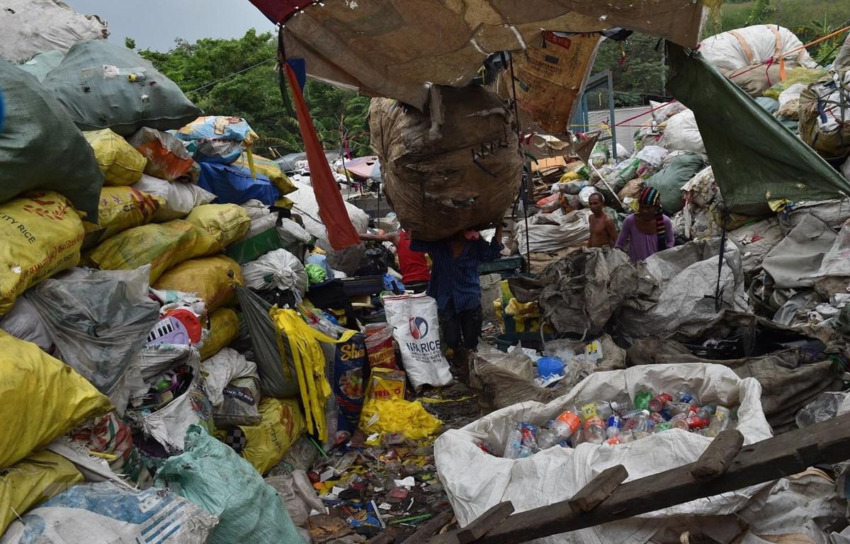 Một bãi rác thải ở Manila, Philippines. (Ảnh: AFP/TTXVN)