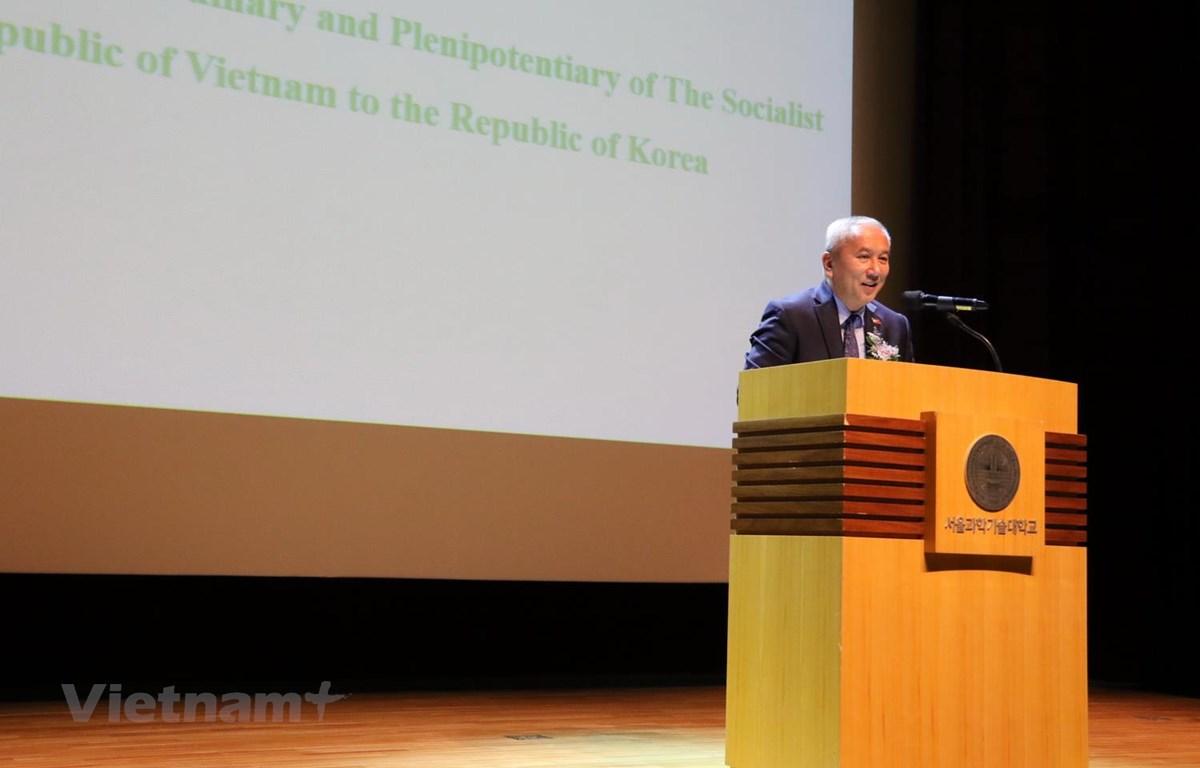 Đại sứ Nguyễn Vũ Tú phát biểu tại cuộc hội thảo. (Ảnh: Mạnh Hùng/Vietnam+)