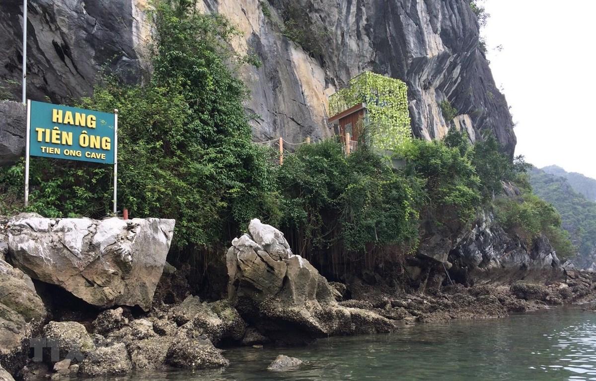 Khu vực hang Tiên Ông trên vịnh Hạ Long. (Ảnh: TTXVN phát)