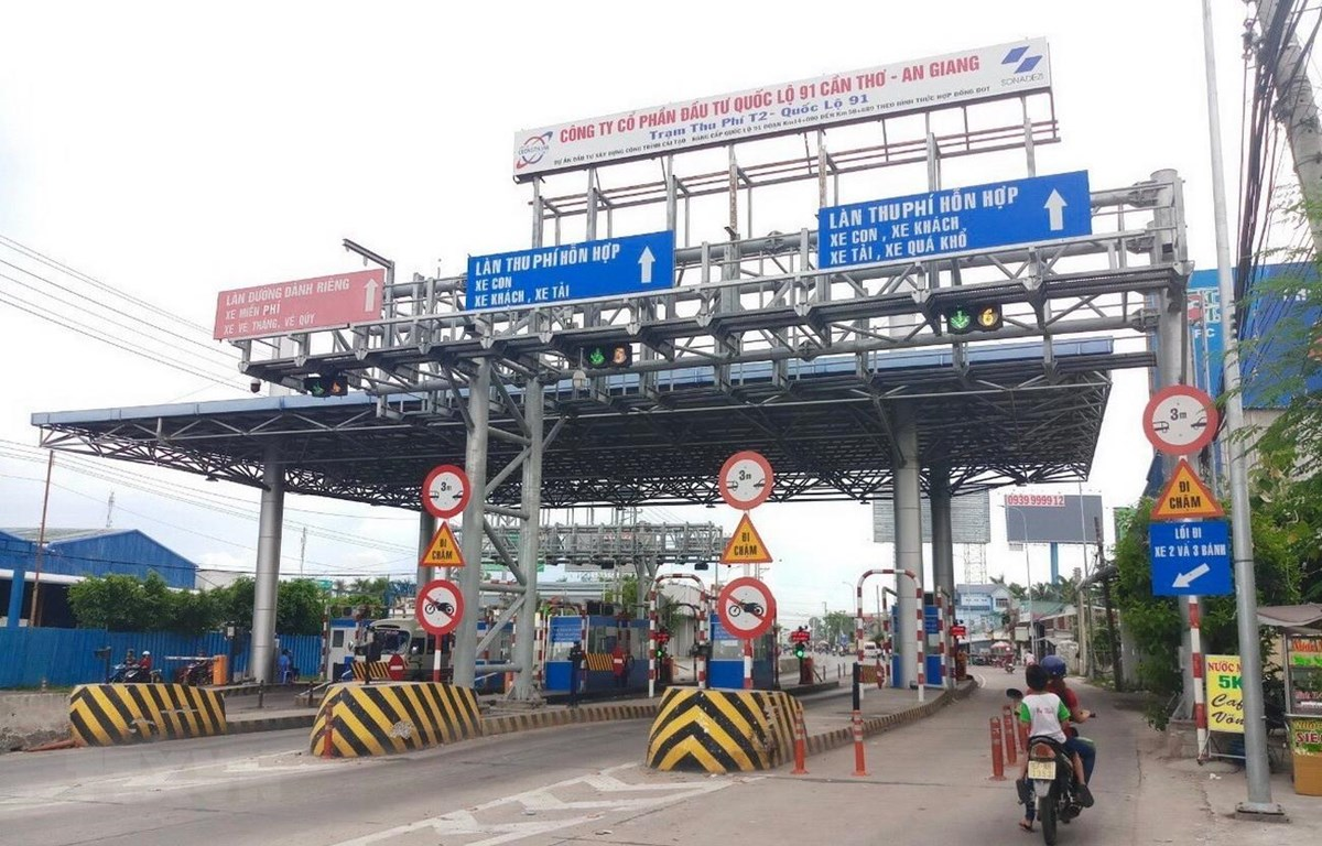 334 phương tiện vận tải được đề nghị giảm 50% giá vé khi qua BOT T2. (Ảnh: Thanh Sang/TTXVN)