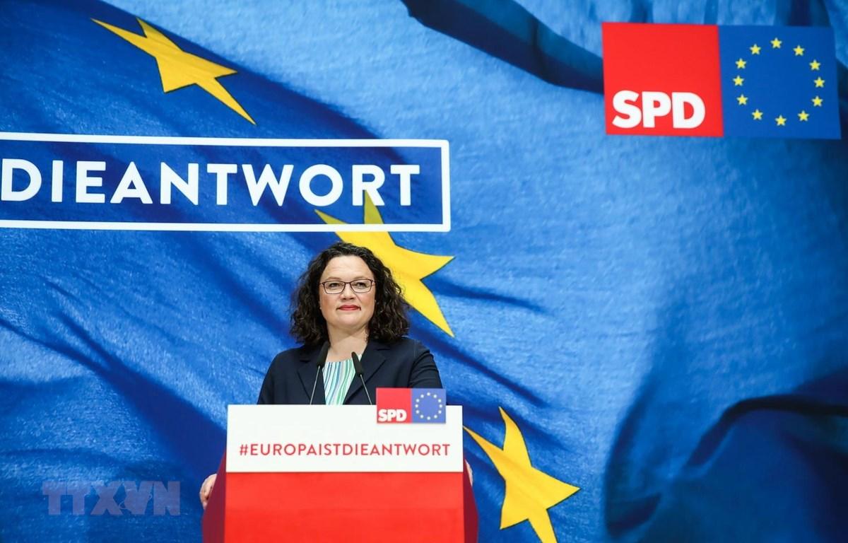 Bà Andrea Nahles , Chủ tịch đảng Dân chủ xã hội (SPD) tại cuộc họp báo ở Berlin ngày 27/5 vừa qua. (Ảnh: THX/TTXVN)