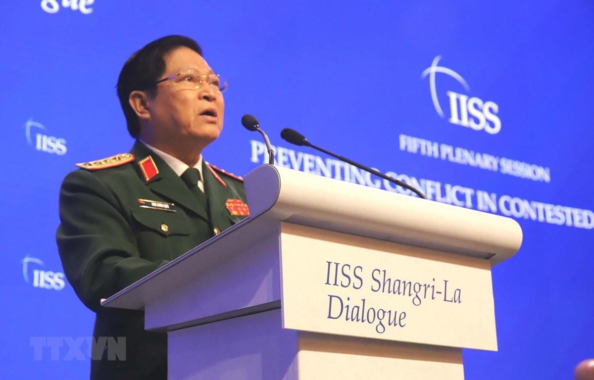 Bộ trưởng Quốc phòng Việt Nam Ngô Xuân Lịch phát biểu tại phiên thảo luận. (Ảnh: Xuân Vịnh/TTXVN)