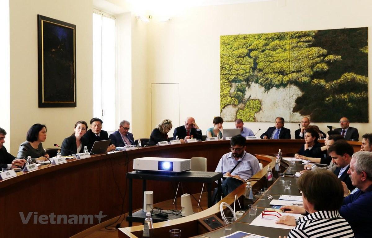 Đại sứ Nguyễn Thị Bích Huệ phát biểu tại cuộc Hội thảo ở Parma của Italy. (Ảnh: Quang Thanh/Vietnam+)
