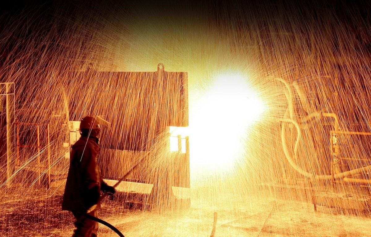 Công nhân làm việc trong Công ty Trách nhiệm hữu hạn Thép Vina Kyoei. (Nguồn: vinakyoeisteel)