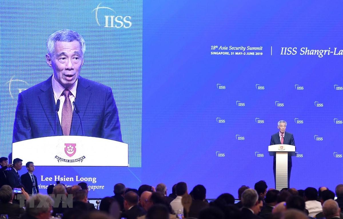 Thủ tướng Singapore Lý Hiển Long phát biểu tại Đối thoại Shangri-La lần thứ 18 ở Singapore ngày 31-5 vừa qua. Ảnh: AFP/TTXVN