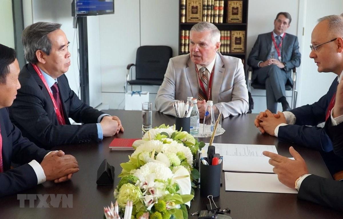 Trưởng Ban Kinh tế Trung ương Nguyễn Văn Bình gặp ông Anton Kobyakov, Cố vấn Tổng thống Liên bang Nga Vladimir Putin. (Ảnh: Hồng Quân/TTXVN)