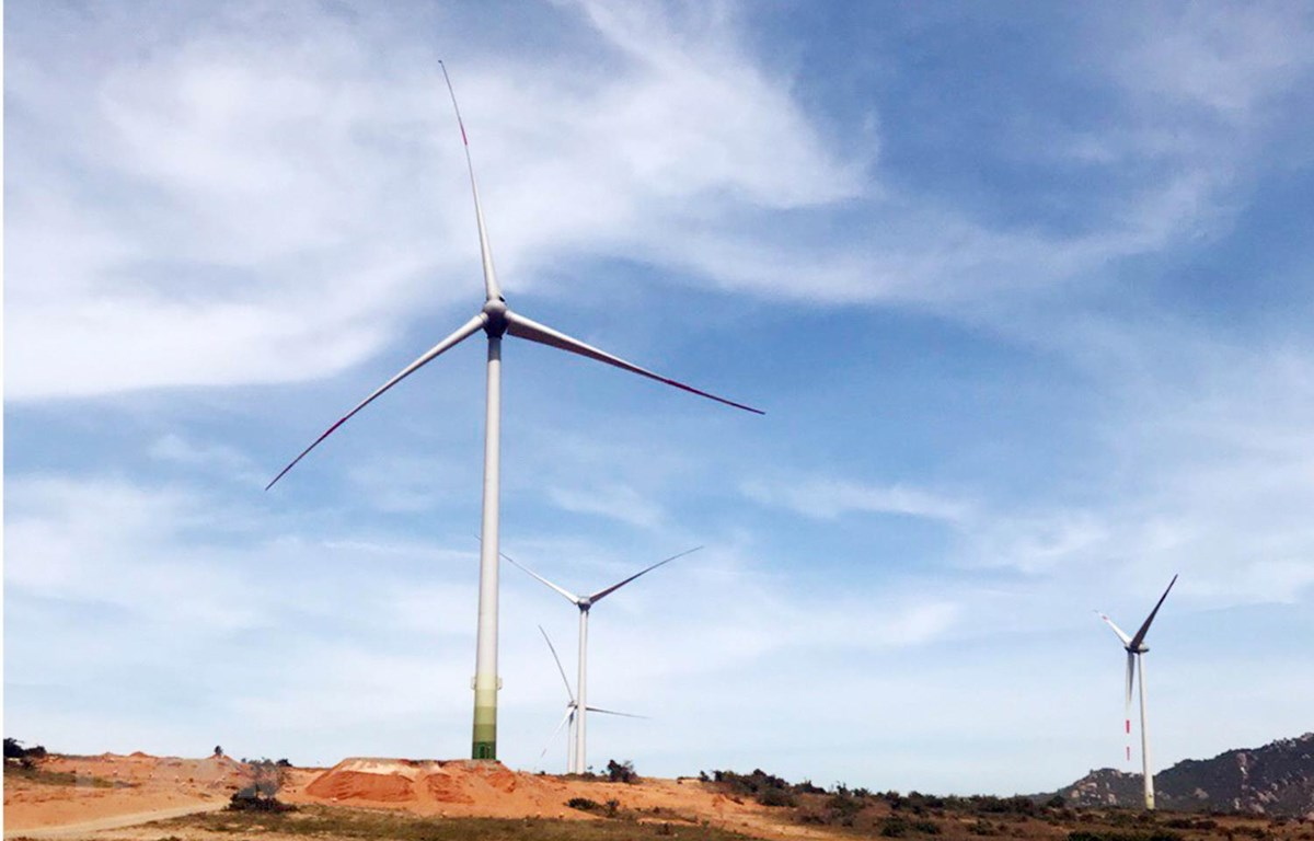 Dự án nhà máy điện gió Mũi Dinh (huyện Thuận Nam) công suất 23 MW đang được nhà đầu tư gấp rút thi công. (Ảnh: Công Thử/TTXVN)