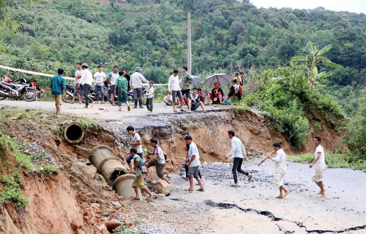 Vụ sạt lở nghiêm trọng gây khó khăn cho việc đi lại của bà con khu vực biên giới 8 xã Bắc Dào San, huyện Phong Thổ. (Ảnh: Công Tuyên/TTXVN)