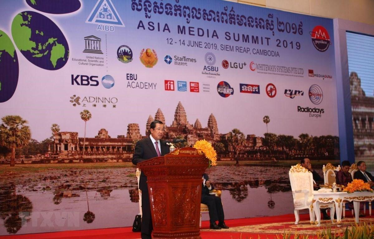 Thủ tướng Hoàng Gia Campuchia Hun Sen phát biểu khai mạc hội nghị. (Ảnh: PV/TTXVN)