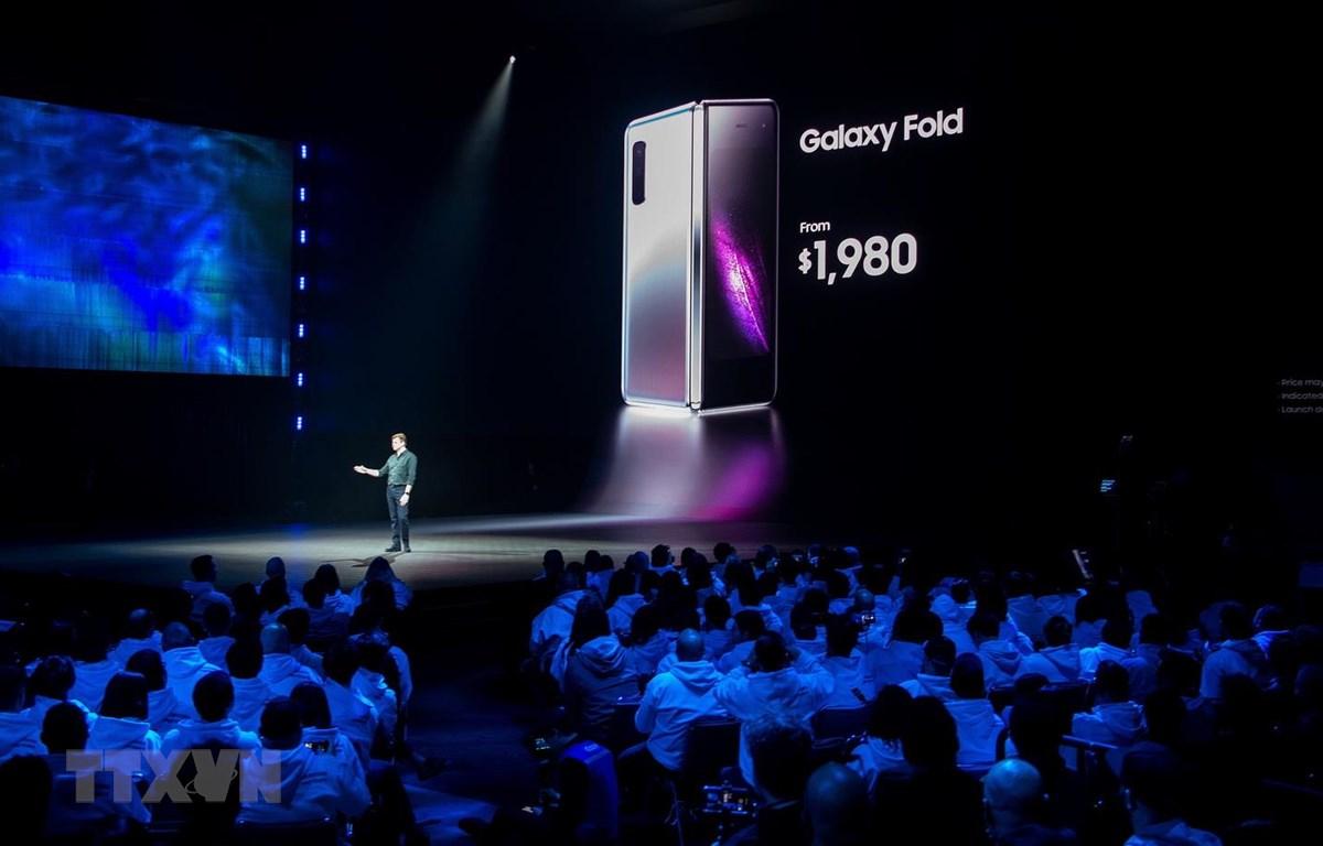 Mẫu điện thoại gập Galaxy Fold của Samsung được giới thiệu tại San Francisco, California, Mỹ, ngày 20/2 vừa qua. (Ảnh: AFP/TTXVN