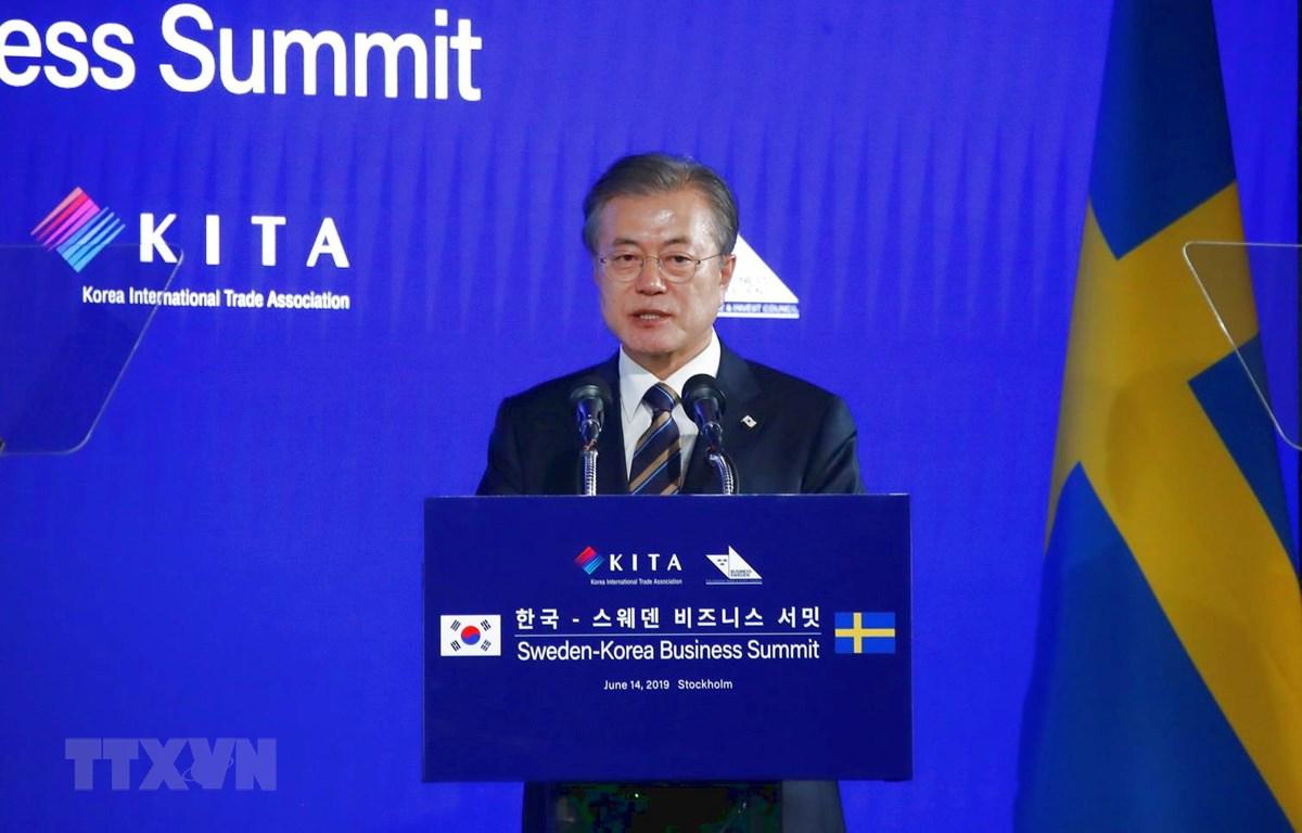 Tổng thống Hàn Quốc Moon Jae-in phát biểu tại Hội nghị thượng đỉnh kinh doanh Hàn Quốc-Thụy Điển ở Stockholm ngày 14/6. (Ảnh: Yonhap/TTXVN)