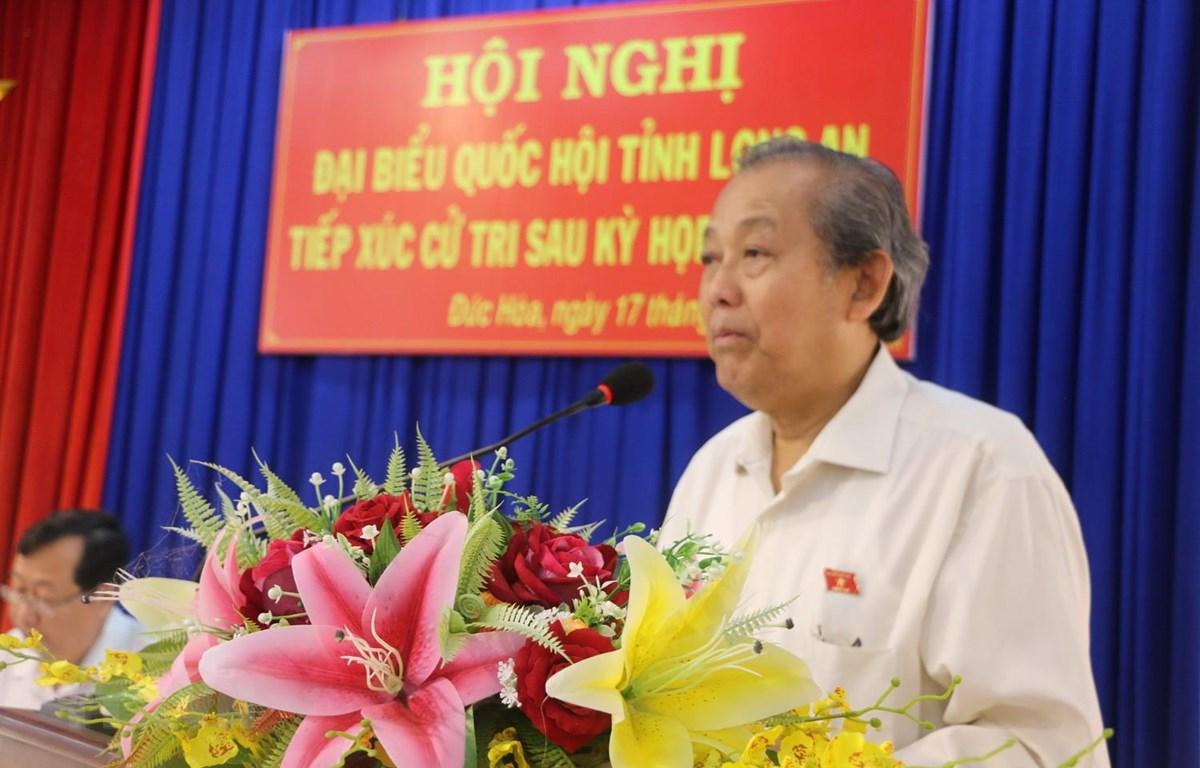 Phó Thủ tướng Trương Hòa Bình phát biểu tại buổi tiếp xúc cử tri. (Ảnh: Trần Thanh Bình/TTXVN)