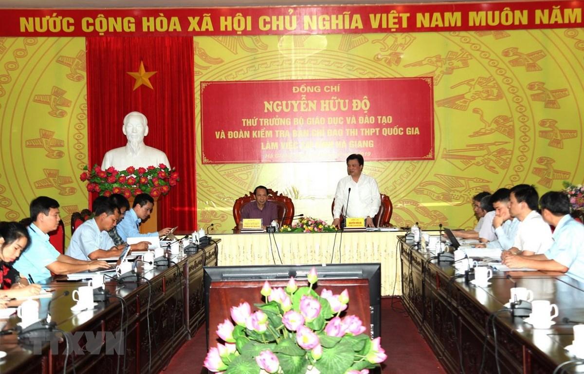 Thứ trưởng Bộ Giáo dục và Đào tạo Nguyễn Hữu Độ phát biểu tại buổi làm việc với Ban Chỉ đạo thi tỉnh Hà Giang. (Ảnh: Minh Tâm/TTXVN)