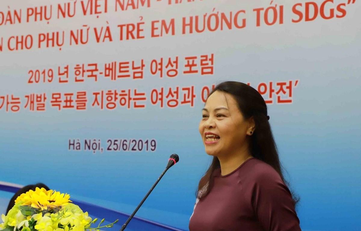 Chủ tịch Hội Liên hiệp Phụ nữ Việt Nam Nguyễn Thị Thu Hà phát biểu tại diễn đàn. (Ảnh: Phương Hoa/TTXVN)