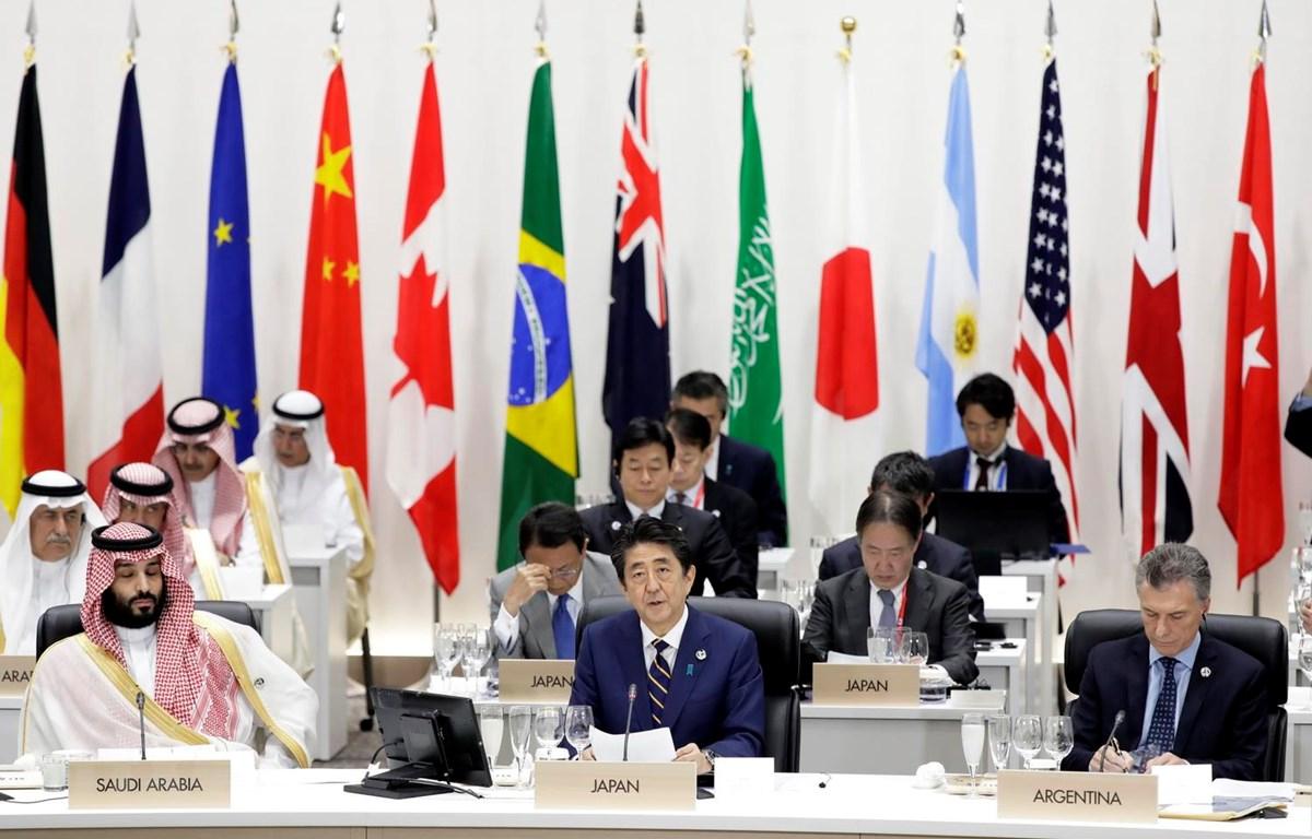 Thủ tướng Nhật Bản Shinzo Abe, giữa, phía trước. (Ảnh: AFP/TTXVN)