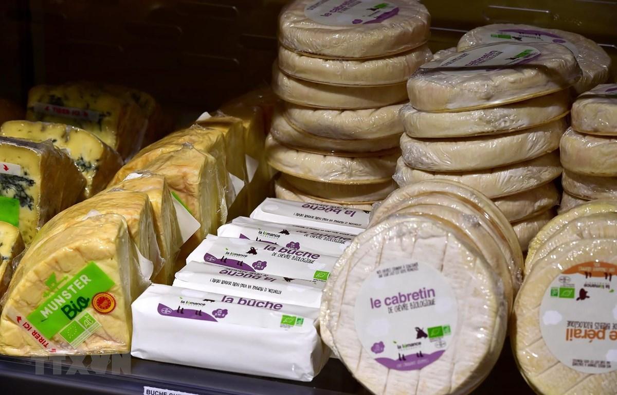 Phomát được bán tại siêu thị ở Saintes, miền tây nước Pháp. (Ảnh: AFP/TTXVN)