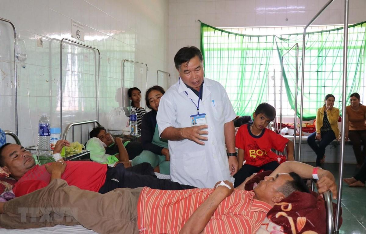 Bệnh nhân đang được điều trị tại Bệnh biện Đa khoa thị xã Buôn Hồ, tỉnh Đắk Lắk. (Ảnh: Tuấn Anh/TTXVN)