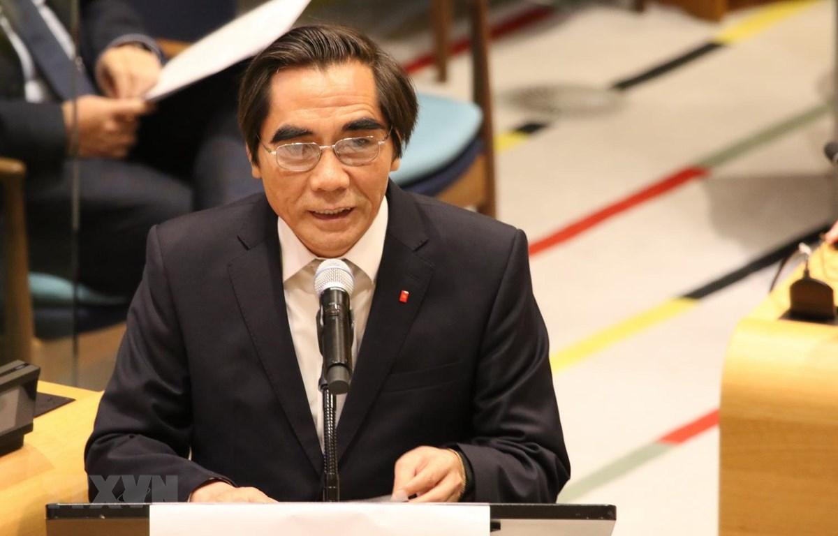Thứ trưởng Bộ Kế hoạch và Đầu tư Nguyễn Văn Trung phát biểu tại kỳ họp. (Ảnh: Hoài Thanh/TTXVN)