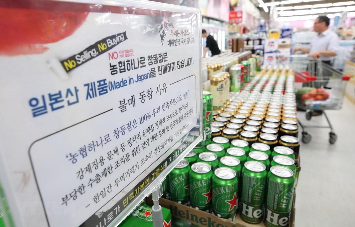 Bảng thông báo tẩy chay các hàng hóa của Nhật Bản tại một siêu thị ở Seoul của Hàn Quốc, ngày 4/8. (Ảnh: Yonhap/TTXVN)