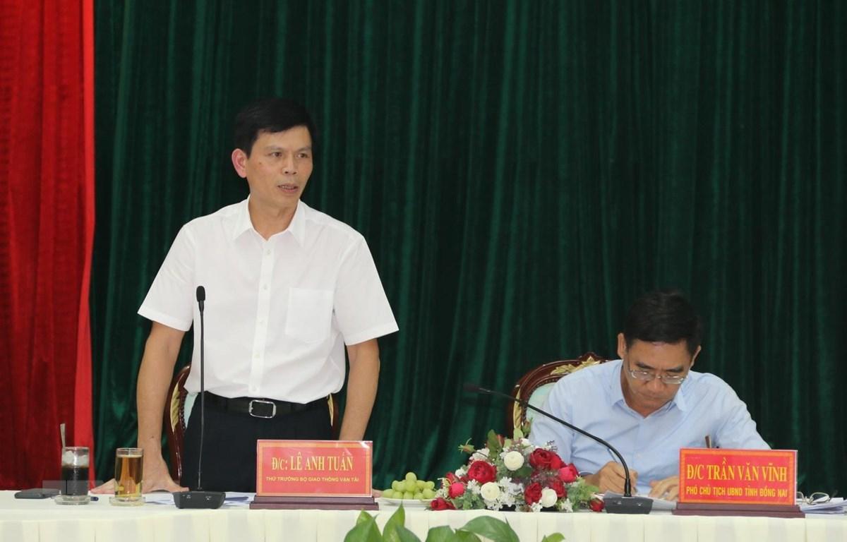 Thứ trưởng Bộ Giao thông Vận tải Lê Anh Tuấn phát biểu tại buổi làm việc. (Ảnh: Sỹ Tuyên/TTXVN)