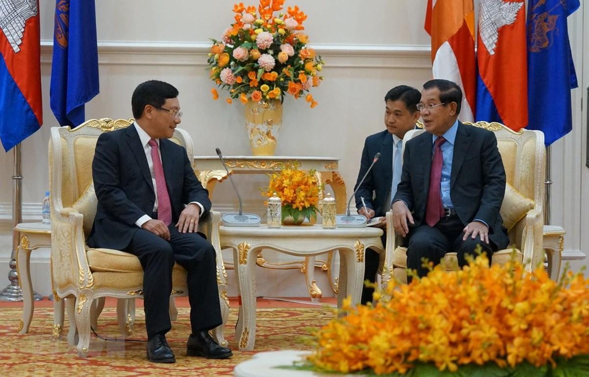 Thủ tướng Hun Sen tiếp Phó Thủ tướng, Bộ trưởng Bộ Ngoại giao Phạm Bình Minh. (Ảnh: Trần Long-Minh Hưng/TTXVN)