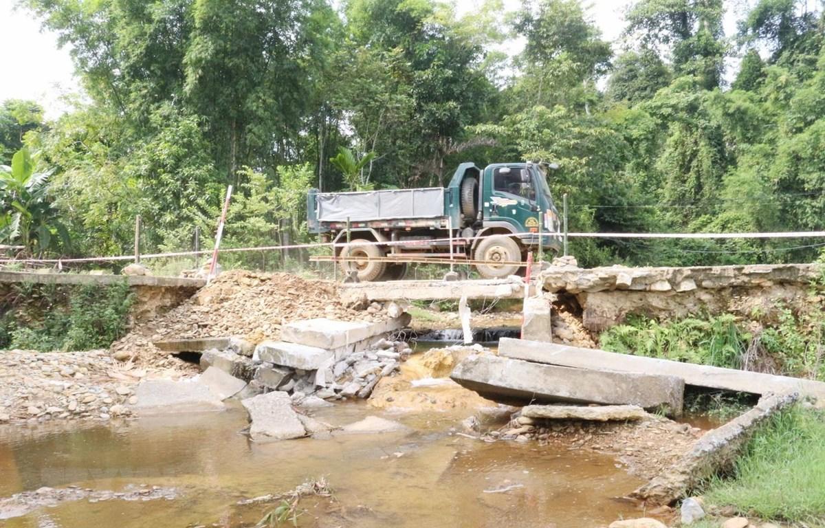 Người dân xã Quang Phong rất lo lắng khi lưu thông qua khu vực này. (Ảnh: Nguyễn Oanh/TTXVN)