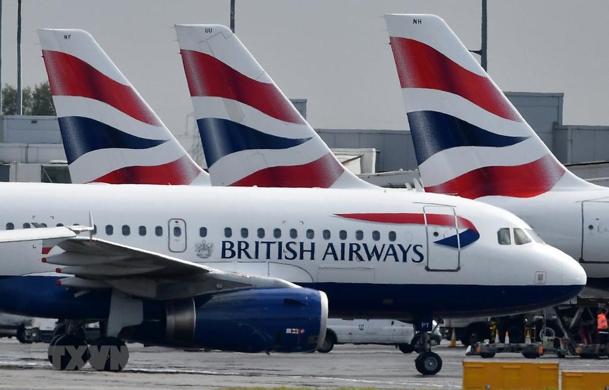 Máy bay của Hãng hàng không Anh British Airways đỗ tại sân bay London Heathrow ở London của Anh. (Ảnh: AFP/TTXVN)