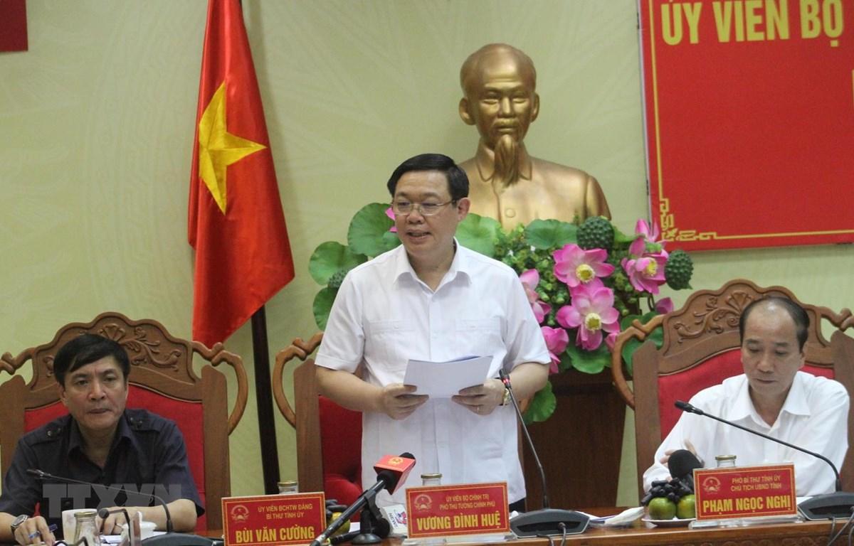 Phó Thủ tướng Chính phủ Vương Đình Huệ phát biểu tại buổi làm việc. (Ảnh: Tuấn Anh/TTXVN)