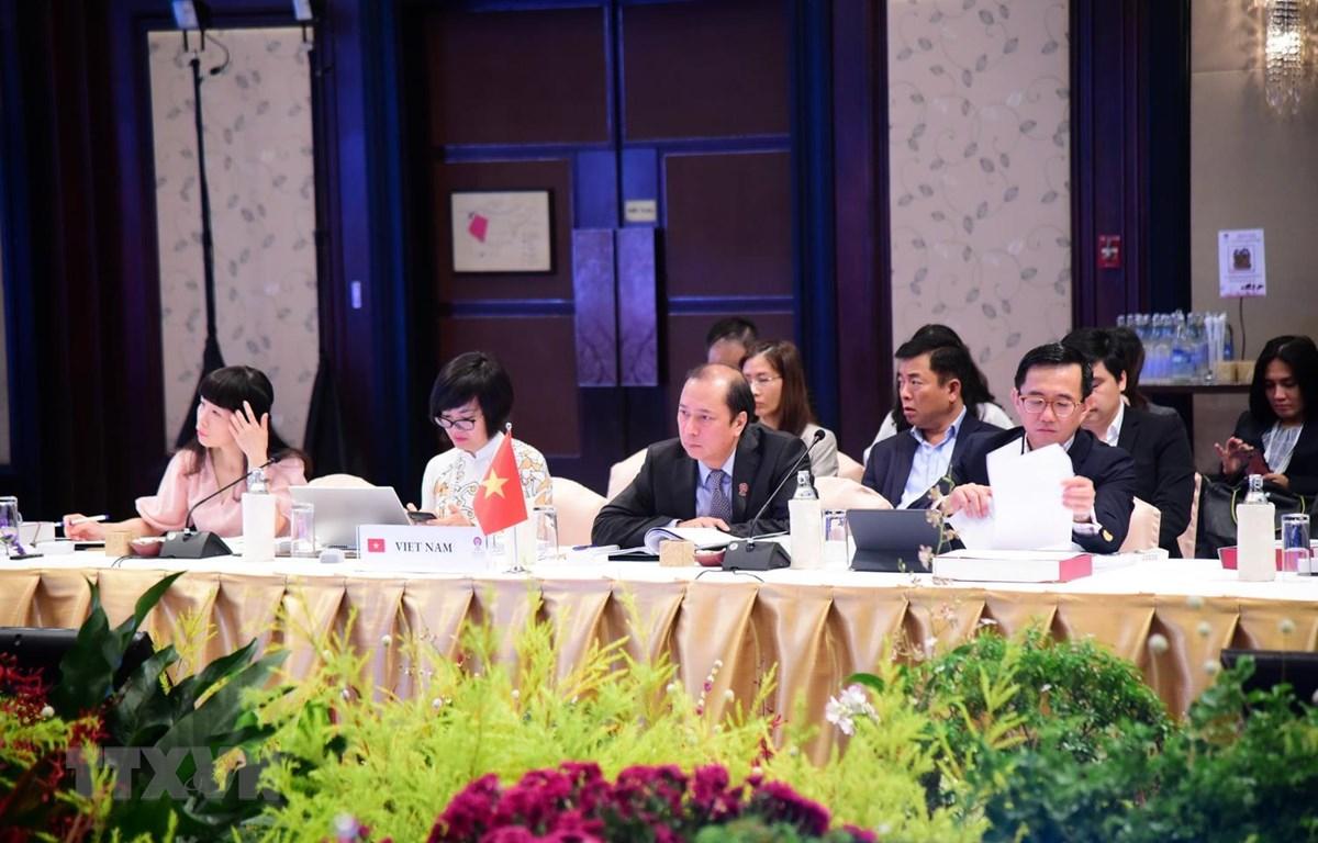 Thứ trưởng Bộ Ngoại giao Nguyễn Quốc Dũng dẫn đầu đoàn Việt Nam dự Hội nghị Tham vấn chung (JCM). (Ảnh: TTXVN phát)