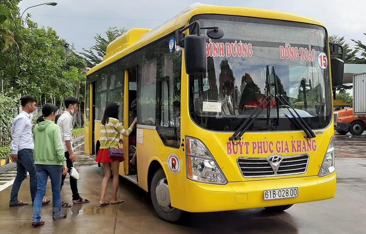 Xe buýt thân thiện môi trường kết nối Bình Dương-Bình Phước đã được đưa vào vận hành. (Ảnh: Dương Chí Tưởng/TTXVN)