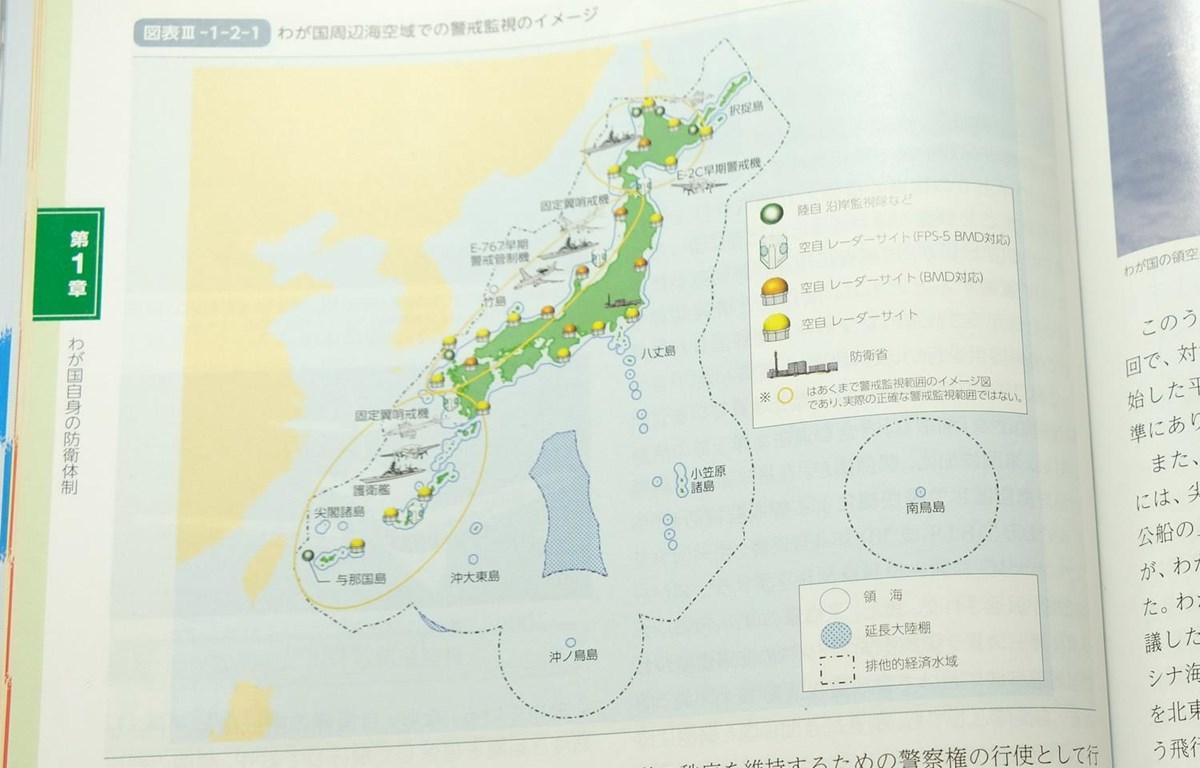 Nội dung trong Sách trắng Quốc phòng của Nhật Bản. (Ảnh: Bùi Hồng Hà/TTXVN)