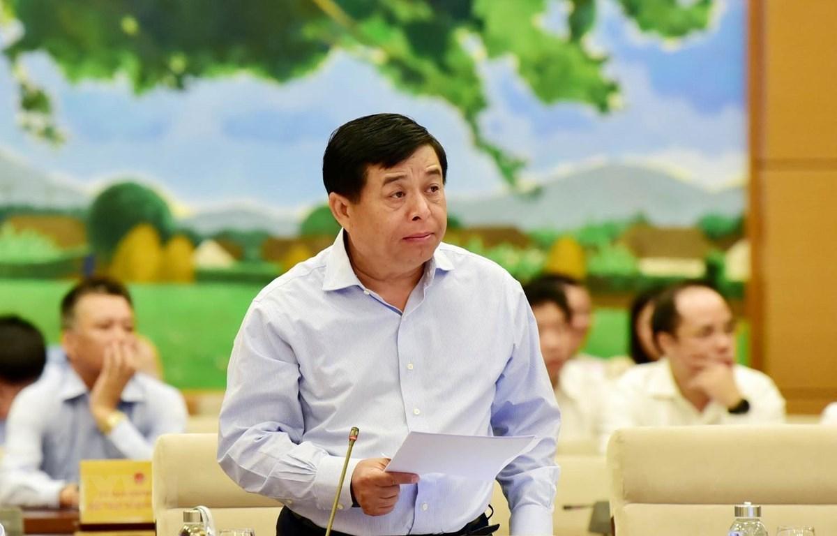 Bộ trưởng Bộ Kế hoạch và Đầu tư Nguyễn Trí Dũng trình bày báo cáo về kinh tế-xã hội. (Ảnh: Trọng Đức/TTXVN)