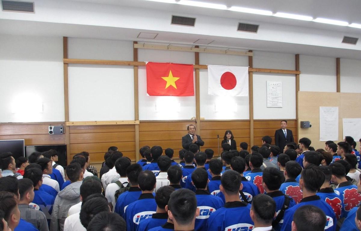 Ông Takeshi Ikai, Chủ tịch kiêm Tổng Giám đốc Ikai Group, phát biểu khai mạc lễ hội. (Ảnh: Đào Thanh Tùng/TTXVN)