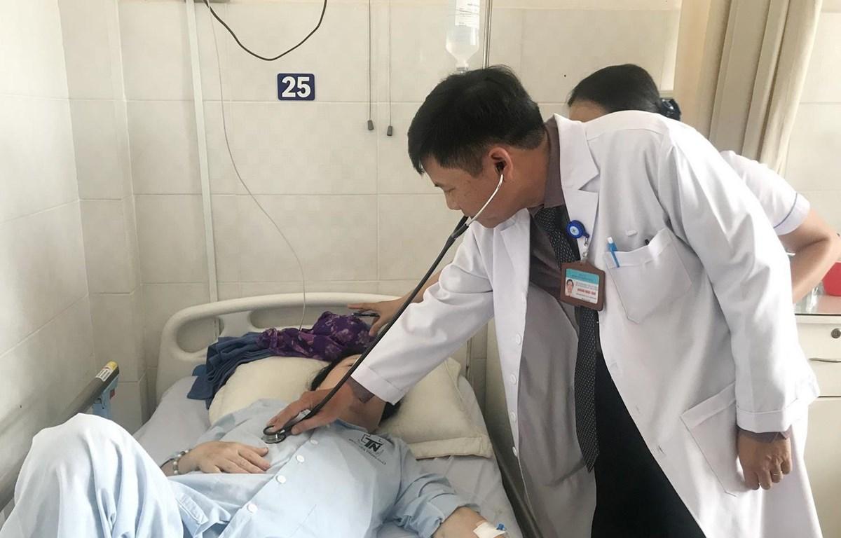 Một nữ bệnh nhân bị nhiễm toan lactic nặng đang điều trị tại Bệnh viện Thống Nhất sau khi uống viên tiểu đường hoàn bị Bộ Y tế cấm lưu hành. (Ảnh: Đinh Hằng/TTXVN)