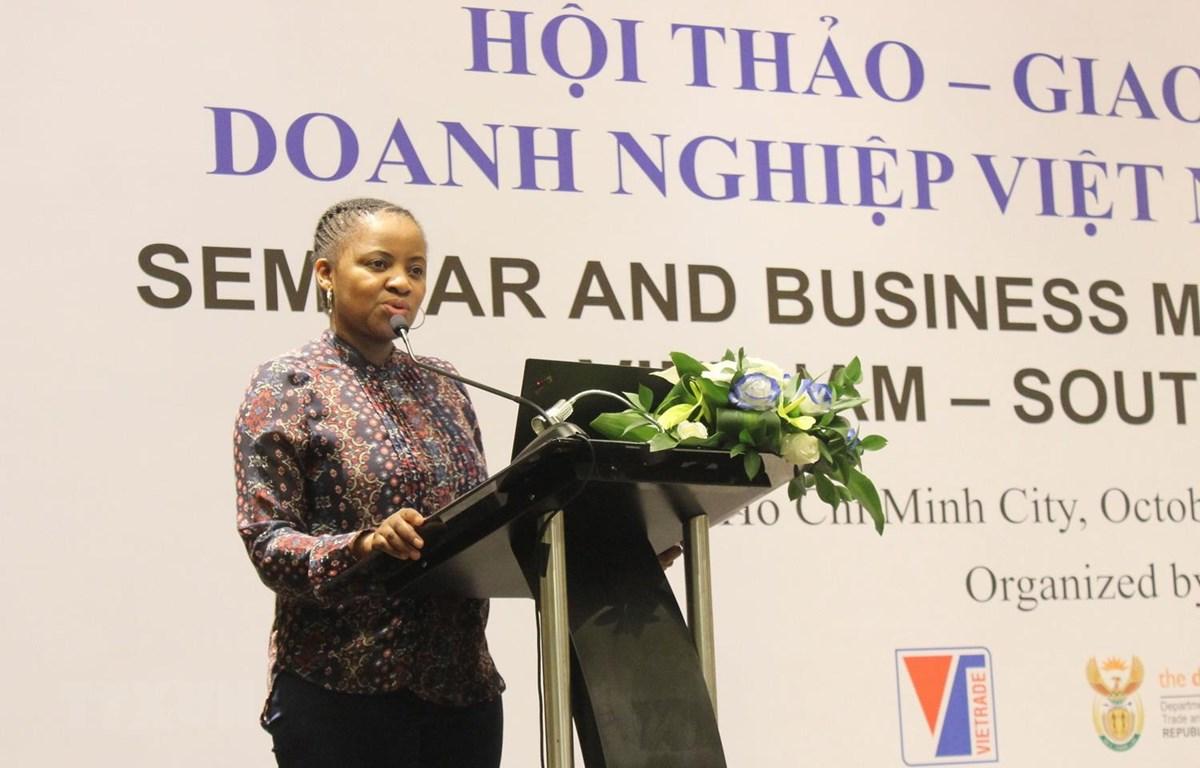 Bà Valentine Naidoo, đại diện Bộ Công Thương Nam Phi phát biểu tại hội thảo. (Ảnh: Xuân Anh/TTXVN)