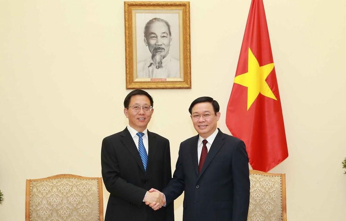 Phó Thủ tướng Vương Đình Huệ tiếp Phó Bí thư Tỉnh ủy Vân Nam của Trung Quốc Vương Dư Ba. (Ảnh: Doãn Tấn/TTXVN)