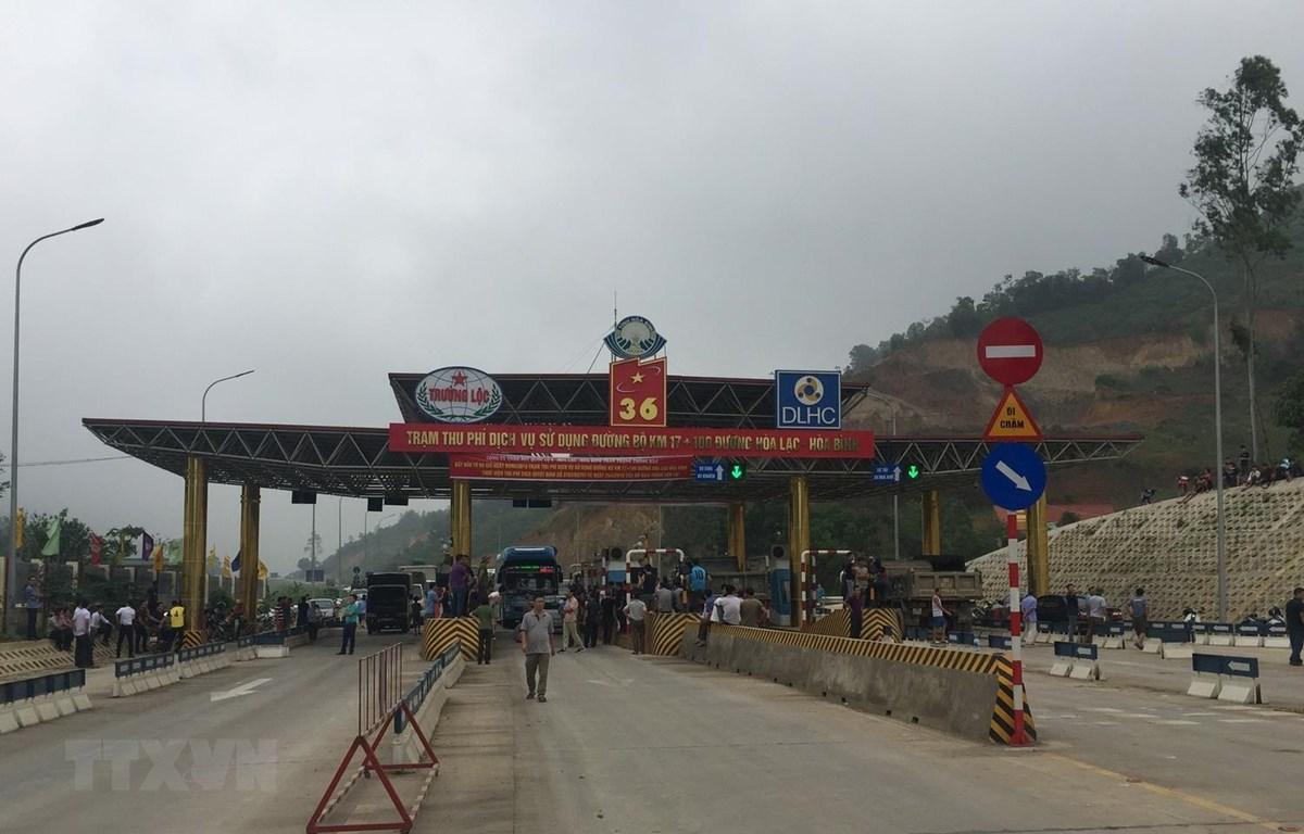 Trạm thu phí dịch vụ sử dụng đường bộ Km 17+100 đường Hòa Lạc-Hòa Bình. (Ảnh: Thanh Hải/TTXVN)