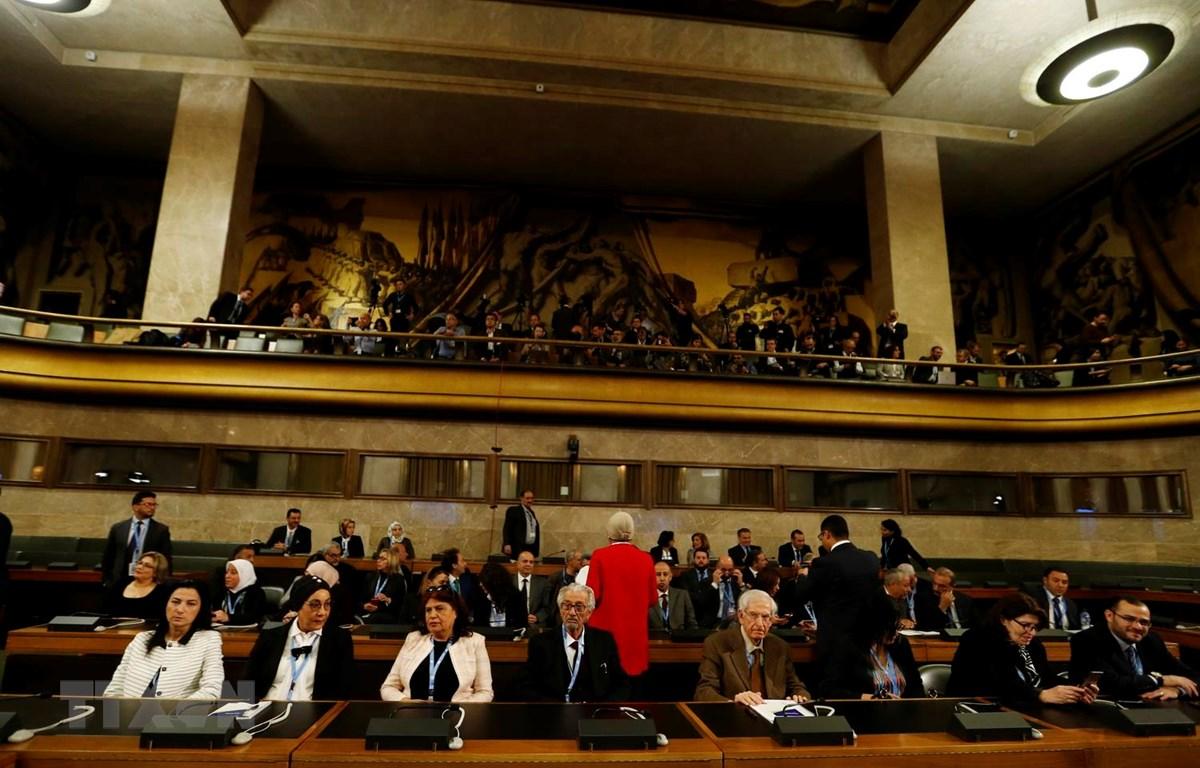 Các thành viên Ủy ban Hiến pháp Syria nhóm họp tại Geneva của Thụy Sĩ ngày 30/10 vừa qua. (Ảnh: THX/TTXVN)