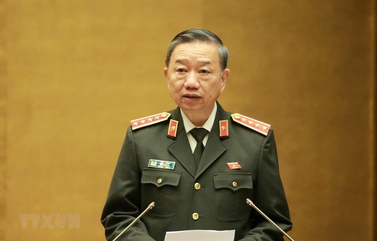 Bộ trưởng Bộ Công an Tô Lâm, thừa ủy quyền của Thủ tướng Chính phủ trình bày Báo cáo công tác phòng ngừa, chống tội phạm và vi phạm pháp luật năm 2019. (Ảnh: Doãn Tấn/TTXVN)