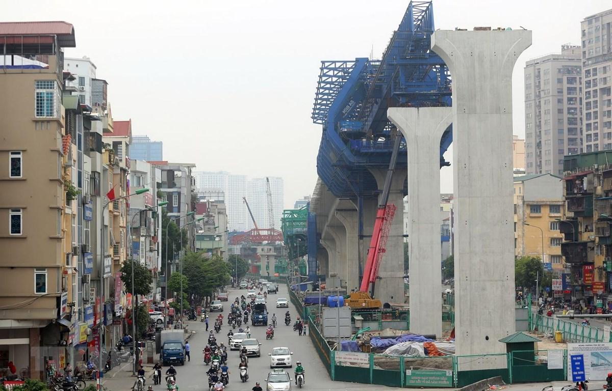 Các trụ bêtông từ cầu vượt Ngã Tư Vọng đến nút giao Tôn Thất Tùng trong dự án xây dựng đường vành đai 2 đoạn Vĩnh Tuy-Ngã Tư Sở của Hà Nội, được đầu tư theo hình thức PPP, hợp đồng BT phần lớn đã được hoàn thiện. (Ảnh: Huy Hùng/TTXVN)