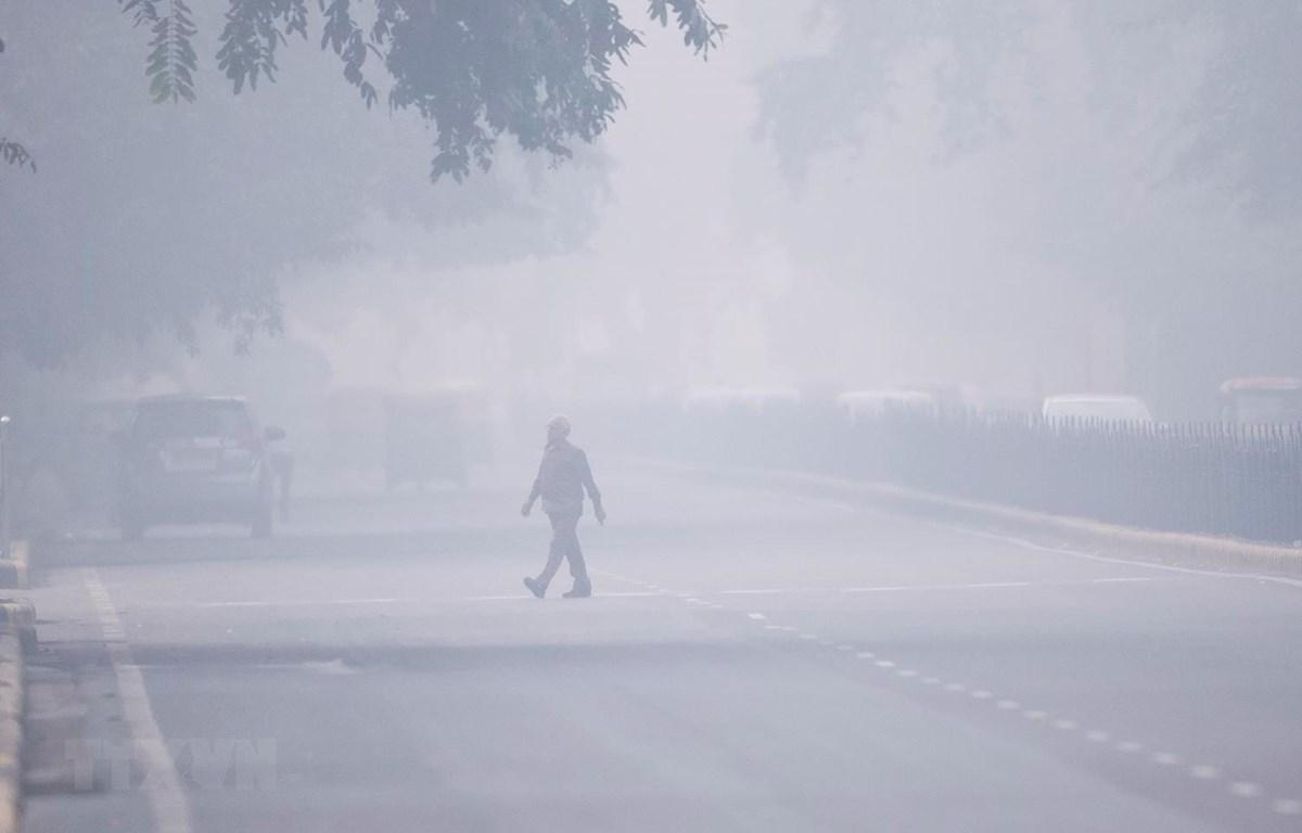 Khói mù ô nhiễm bao phủ dày đặc tại New Delhi của Ấn Độ. (Ảnh: AFP/TTXVN)
