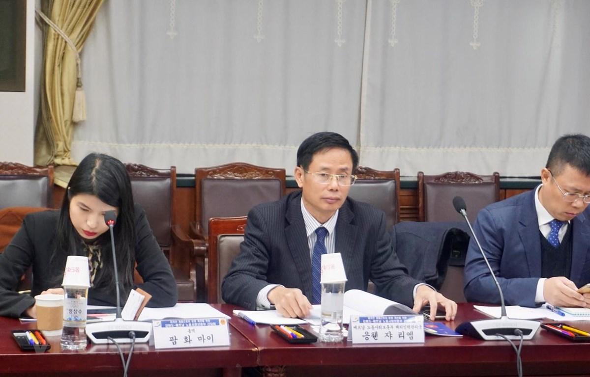 Ông Nguyễn Gia Liêm, Phó cục trưởng Cục Quản lý lao động ngoài nước phát biểu tại Hội thảo. (Ảnh: Trần Đình Phương/Vietnam+)