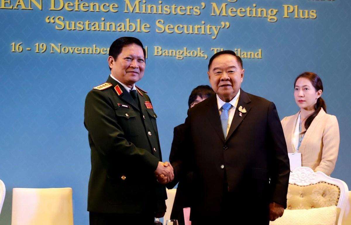 Đại tướng, Bộ trưởng Quốc phòng Ngô Xuân Lịch hội kiến Phó Thủ tướng Thái Lan Prawit Wongsuwan. (Ảnh: Ngọc Quang/TTXVN)