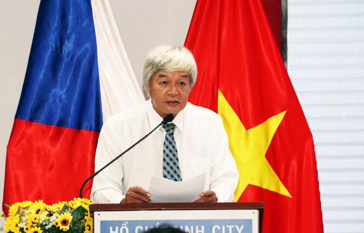 Ông Nguyễn Mười, Chủ tịch Hội hữu nghị Việt Nam-Cộng hòa Séc Thành phố Hồ Chí Minh phát biểu chúc mừng. (Ảnh: Xuân Khu/TTXVN)