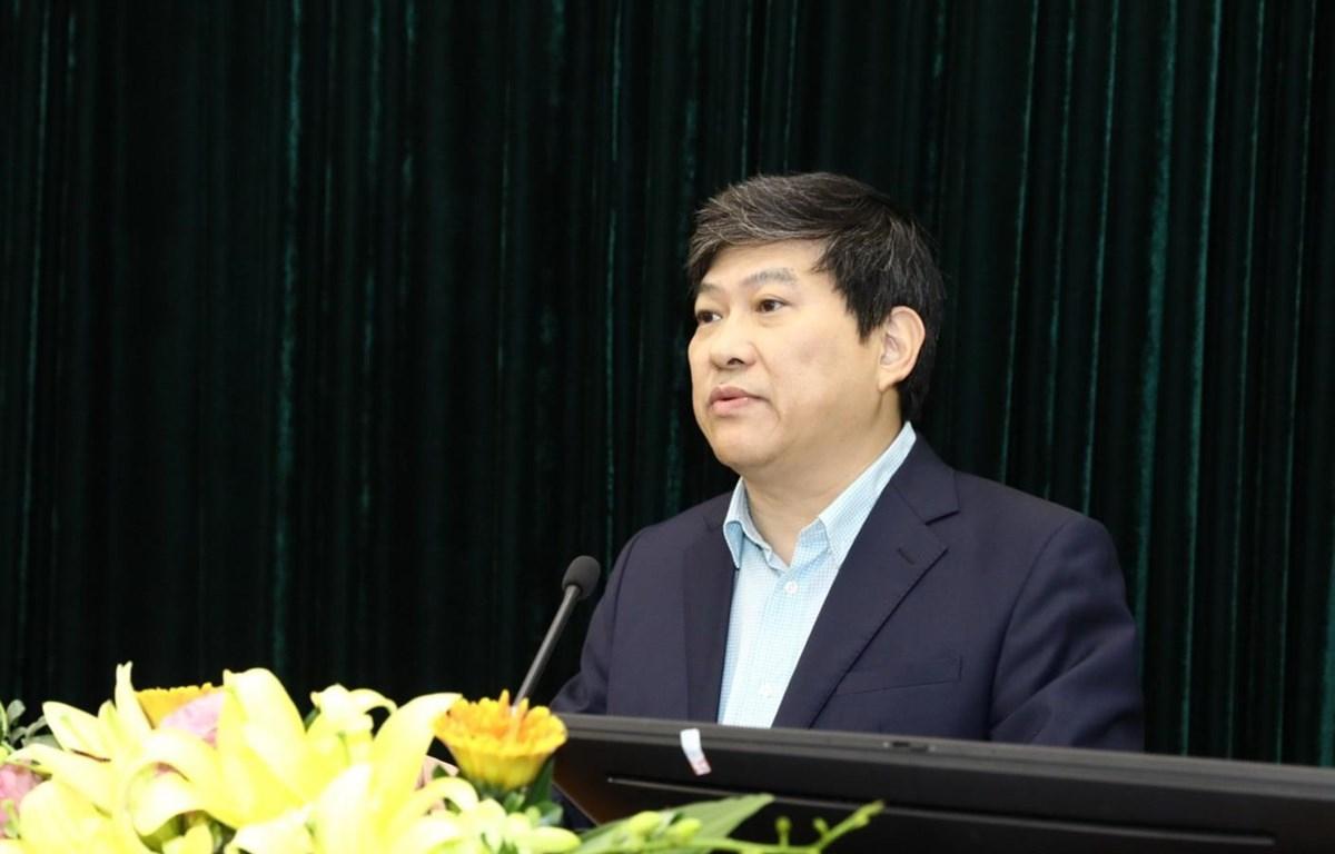 Phó giáo sư, tiến sỹ Nguyễn Duy Bắc, Phó Giám Học viện Chính trị quốc gia Hồ Chí Minh Báo cáo đề dẫn hội thảo. (Ảnh: Văn Điệp/TTXVN)