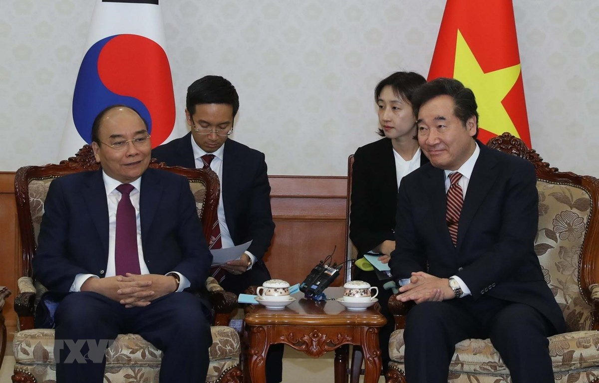 Thủ tướng Nguyễn Xuân Phúc gặp Thủ tướng Hàn Quốc Lee Nak-yeon. (Ảnh: Thống Nhất/TTXVN)