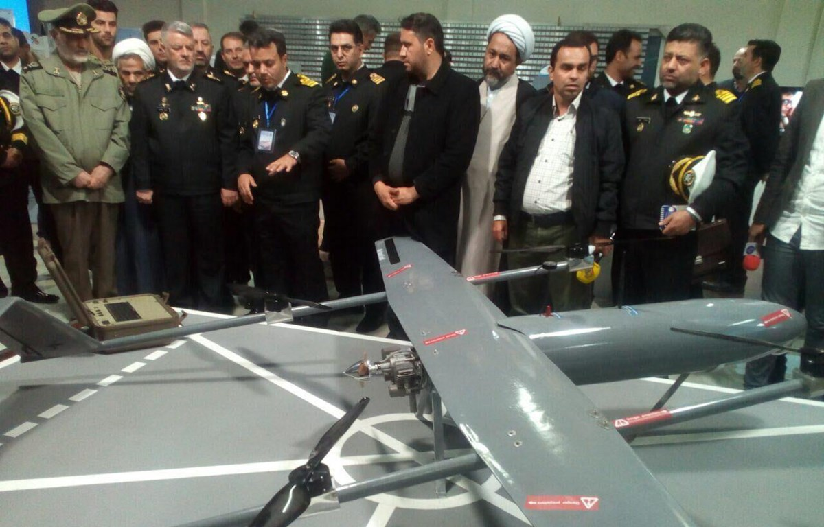 Hải quân Iran tiết lộ máy bay không người lái cất cánh và hạ cánh thẳng đứng (VTOL), được đặt tên là Pelican-2, trong một buổi lễ vào sáng 30/11. (Nguồn: irna)