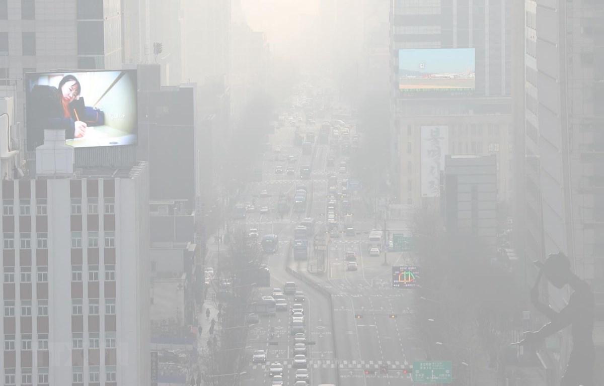 Bụi mịn bao phủ thủ đô Seoul của Hàn Quốc. (Ảnh: Yonhap/TTXVN)